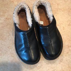 Ugg Black Leather Betty Shoe - Size 10 EUC